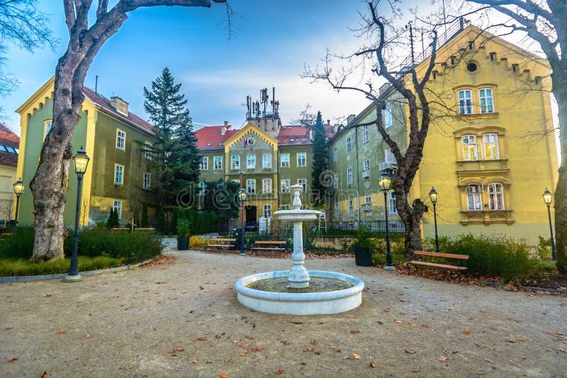 Oude architectuur in de hoofdstad van Zagreb stock fotografie