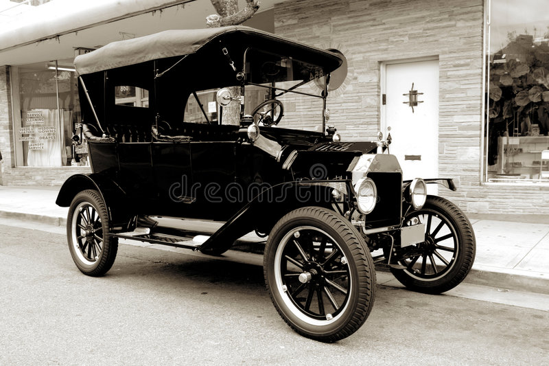 Oude auto vanaf 1915 stock foto