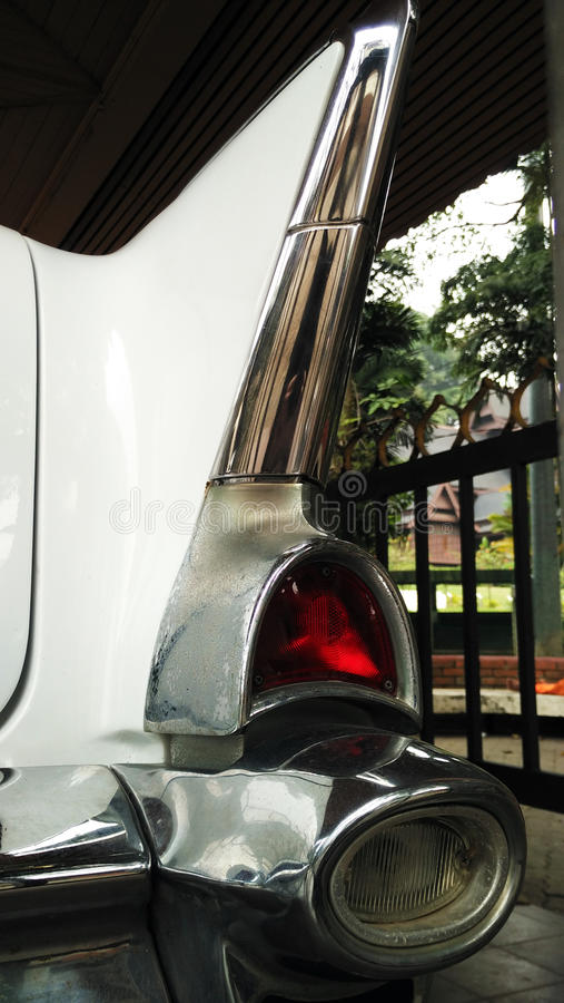 Oude autolamp in een show stock afbeelding