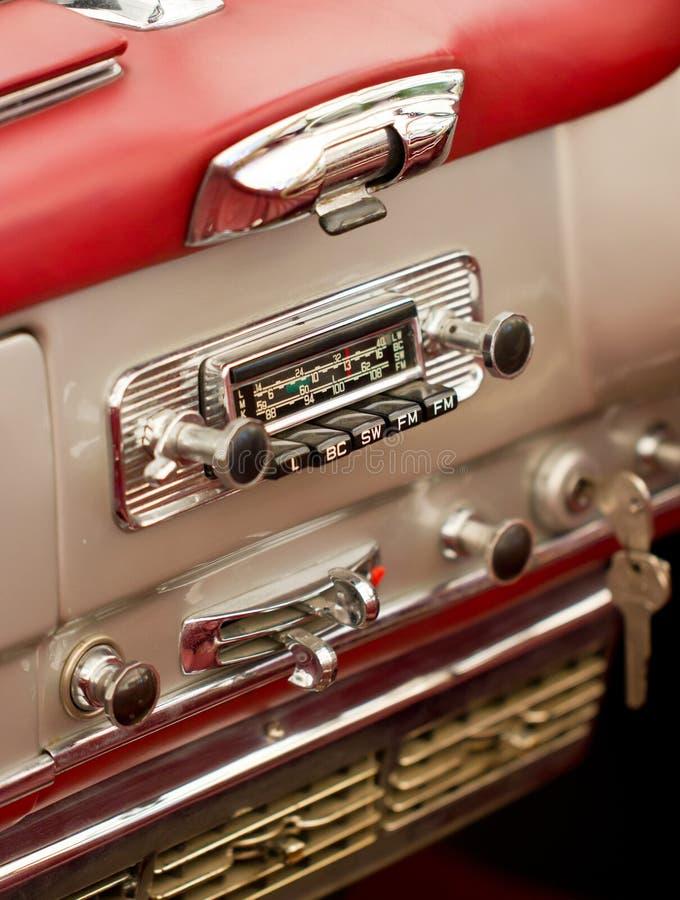 Oude Autoradio in een Klassieke Auto. royalty-vrije stock foto's