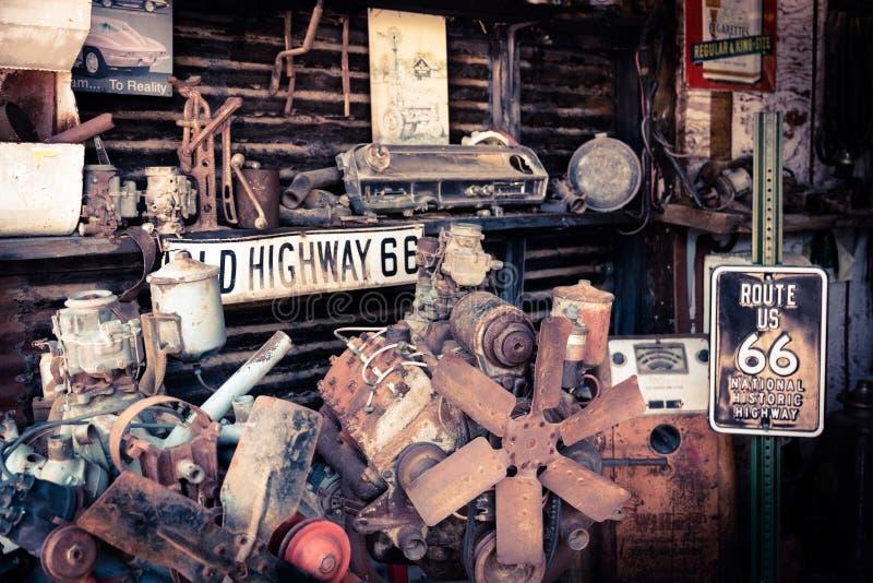 Oude autowinkel SELIGMAN, ARIZONA/USA stock fotografie