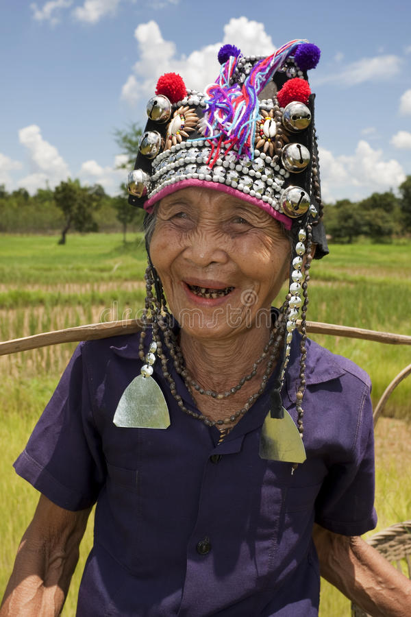 Oude Aziatische vrouw, Akha stock foto's
