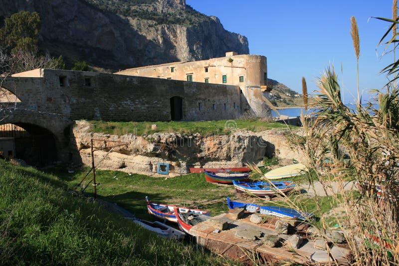 OUDE BAAI 6 Sicilië van de tonijn-VISSENDE BOUW stock foto
