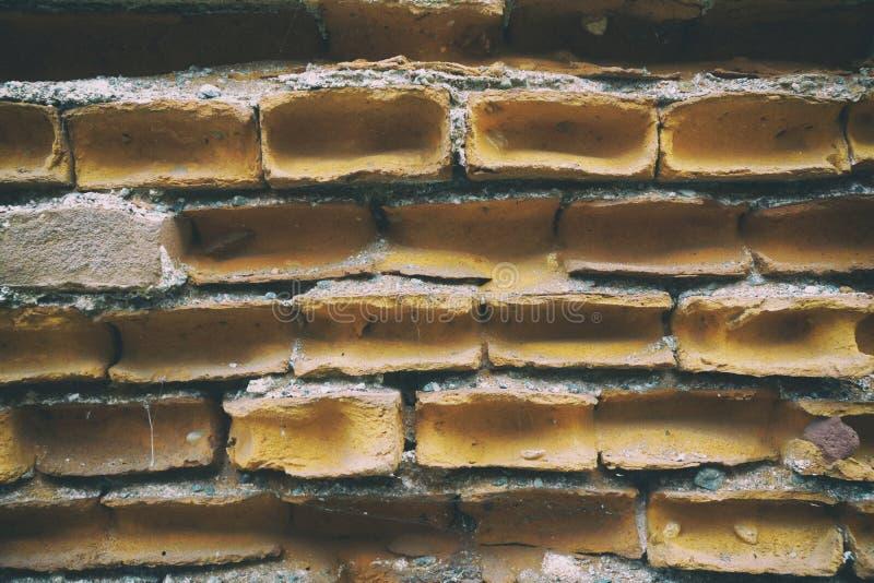 Oude bakstenen muur, steenachtergrond of rotsoppervlakte - goed voor website of mobiele apparaten stock foto's