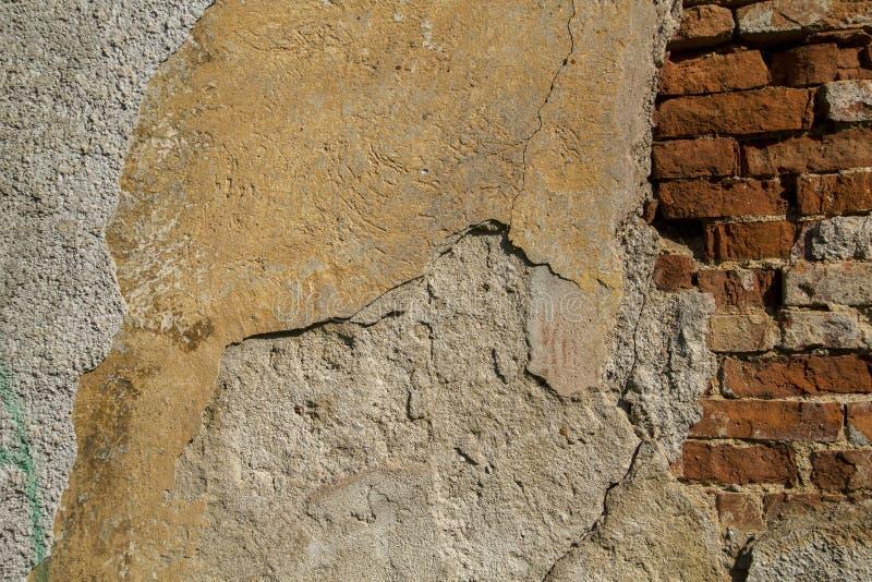 Oude bakstenen muurtextuur Het Grungerood obstructie voert achtergrond royalty-vrije stock foto