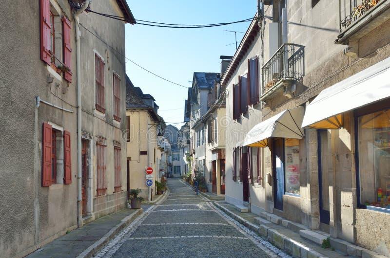 Oude Bearn-stijlgebouwen in de Franse stad stock fotografie