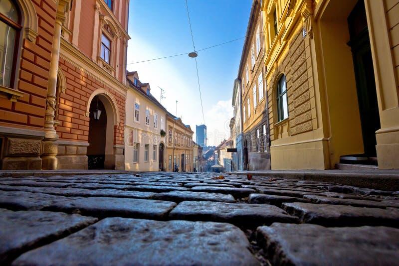 Oude bedekte straat van de hogere stad van Zagreb stock foto
