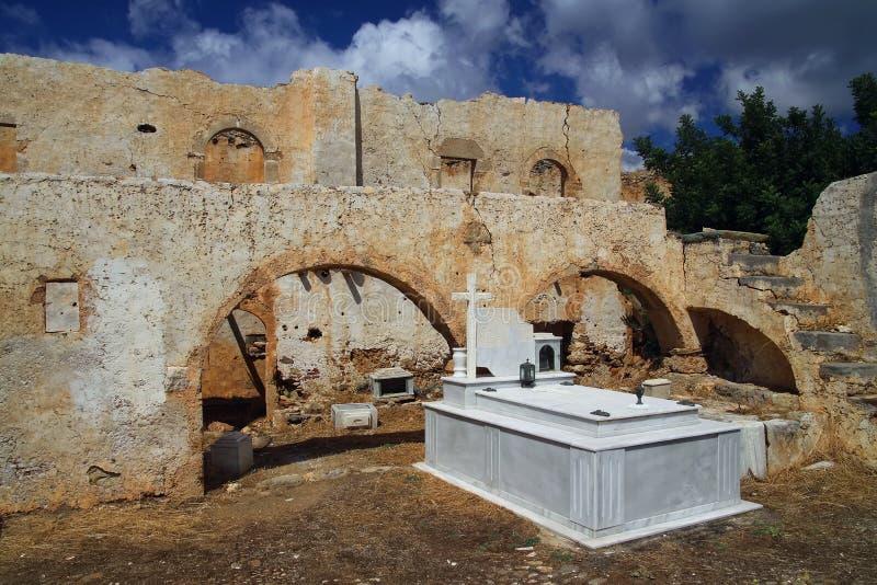 Oude begraafplaats in Kreta stock afbeeldingen