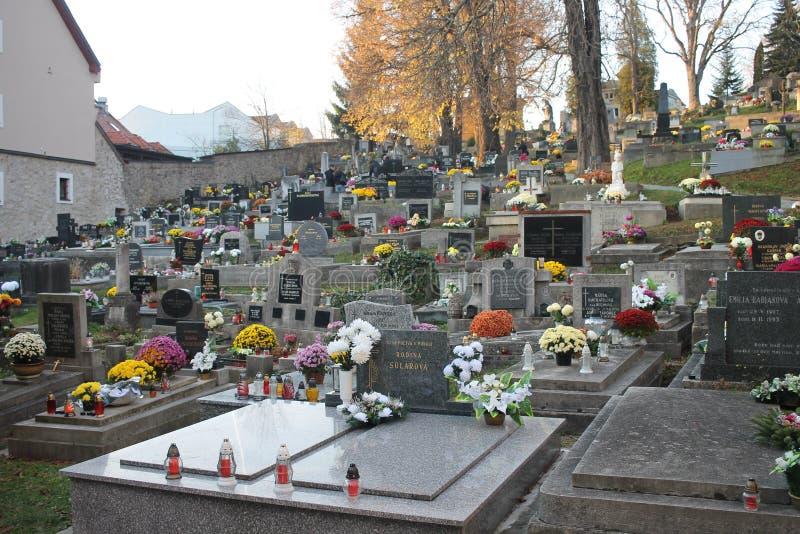 Oude begraafplaats in oud stadscentrum van Banska Bystrica royalty-vrije stock afbeeldingen