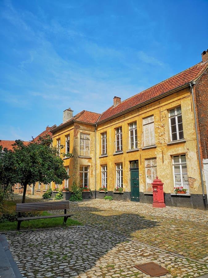 Oude beguinehuizen in Unesco beschermde beguinage in Lier, België stock foto