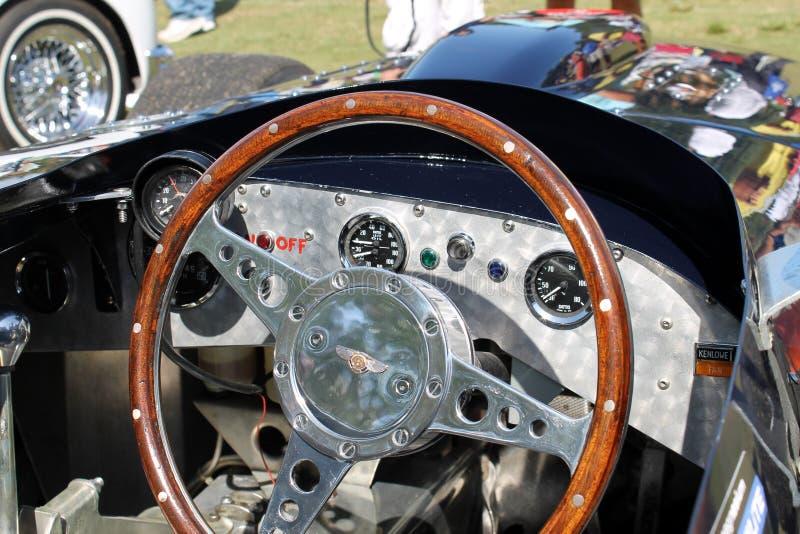 Oude Bentley-raceautocockpit stock foto