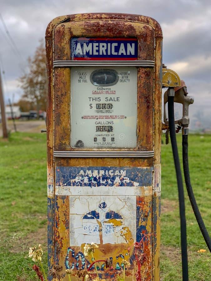 Oude Benzinepomp royalty-vrije stock afbeeldingen