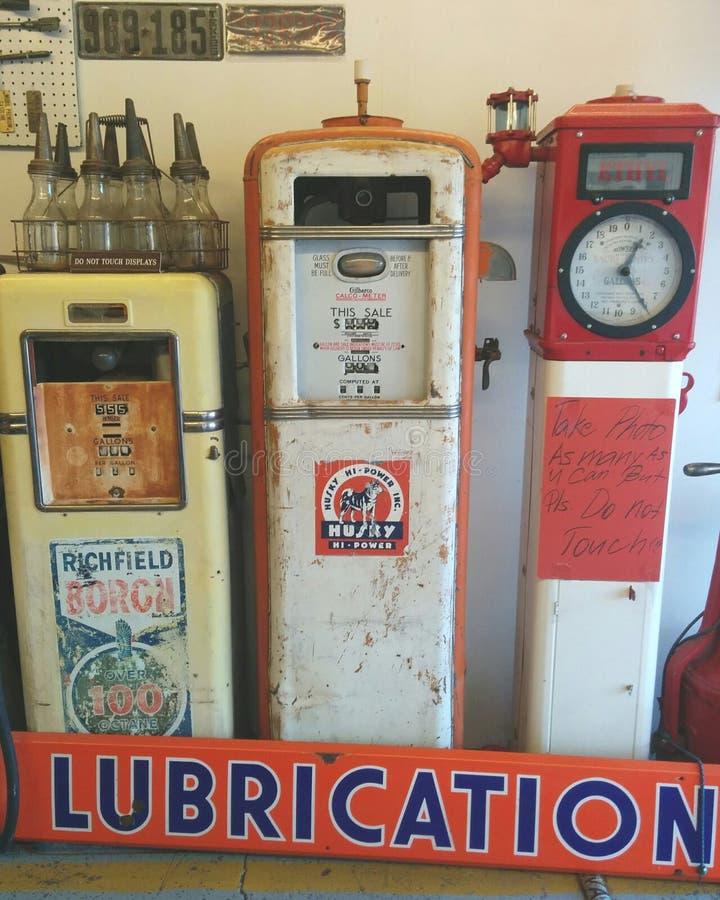 Oude benzinepompen bij Pete het Benzinestationmuseum van Route 66 royalty-vrije stock afbeelding