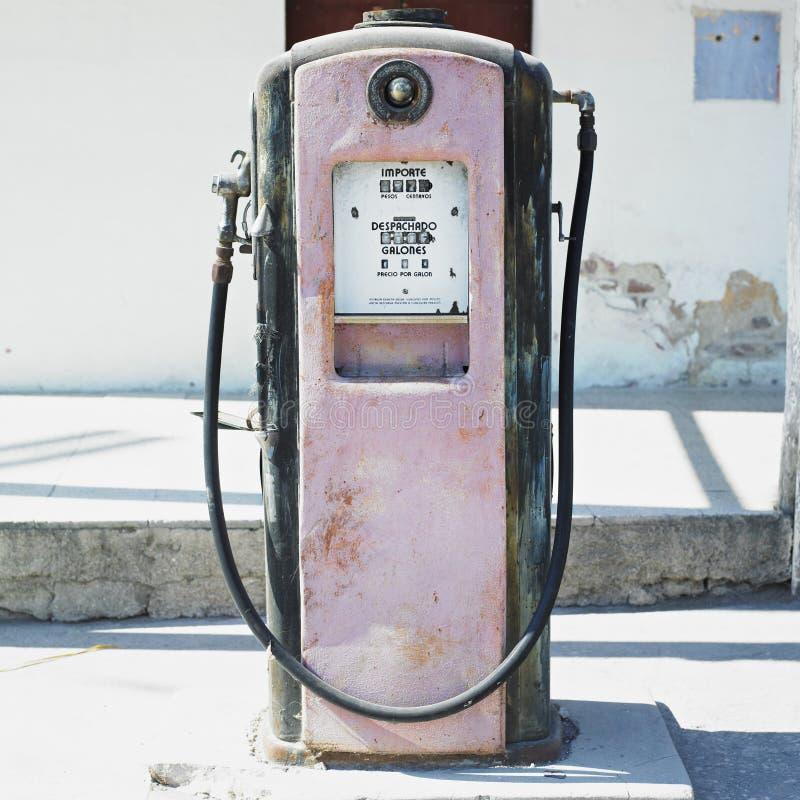 Oude benzinepost royalty-vrije stock fotografie