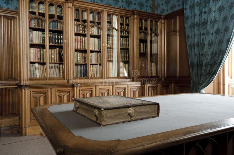 Oude bibliotheek royalty-vrije stock afbeeldingen
