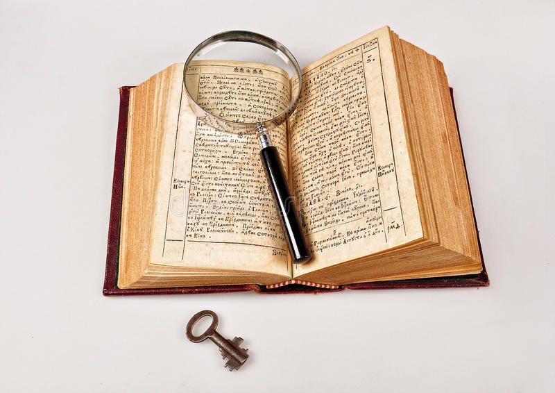 Download Oude Bijbel Met Meer Magnifier Stock Afbeelding - Afbeelding bestaande uit tekst, rustic: 39101189