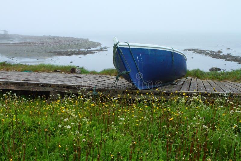 Download Oude blauwe boot stock afbeelding. Afbeelding bestaande uit rowboat - 39103487