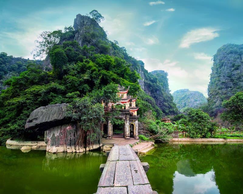 Oude boeddhistische pagode Bich Dong Ninh Binh, Vietnam royalty-vrije stock afbeelding