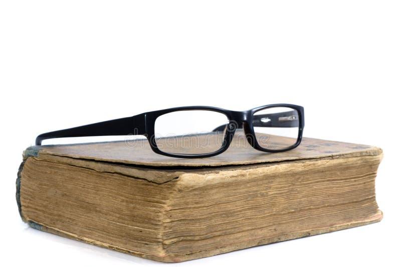 Oude boek en glazen royalty-vrije stock foto