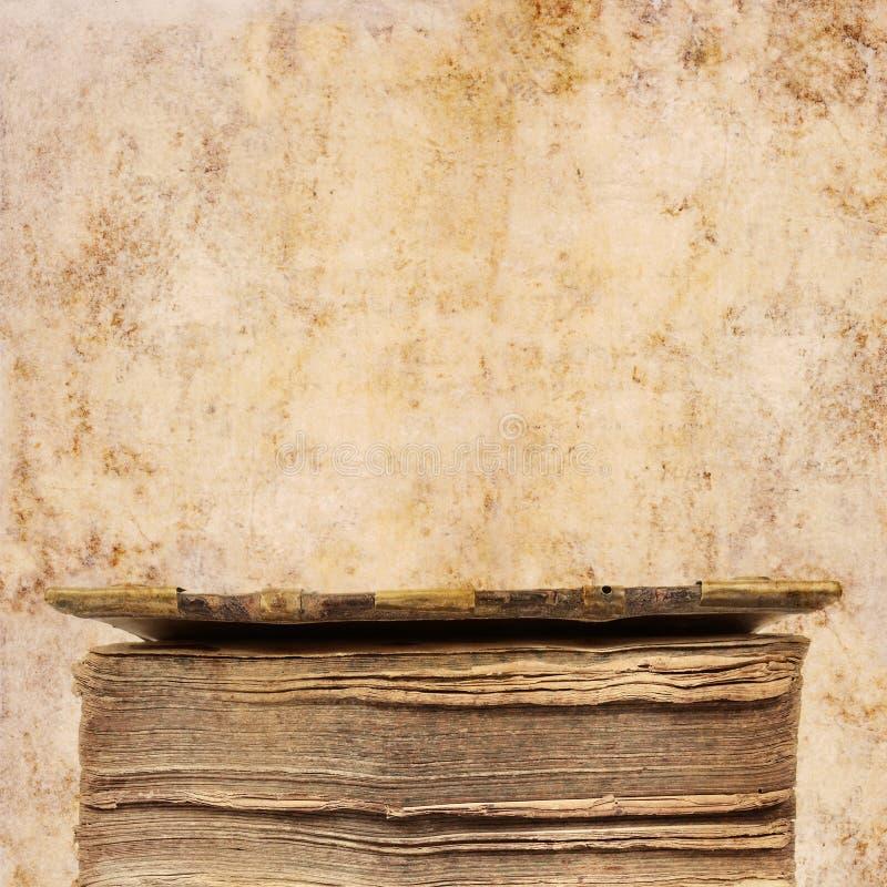 Oude boekachtergrond royalty-vrije stock afbeeldingen