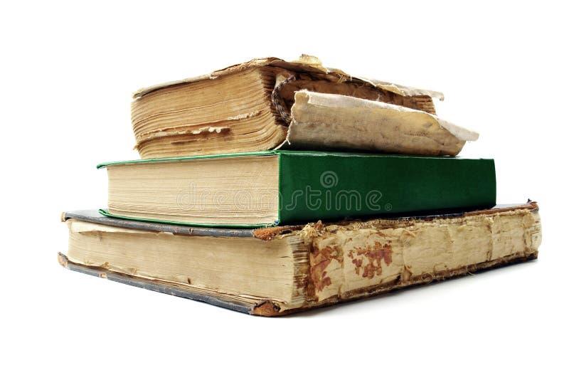 Oude boeken die op witte achtergrond worden geïsoleerdm stock fotografie