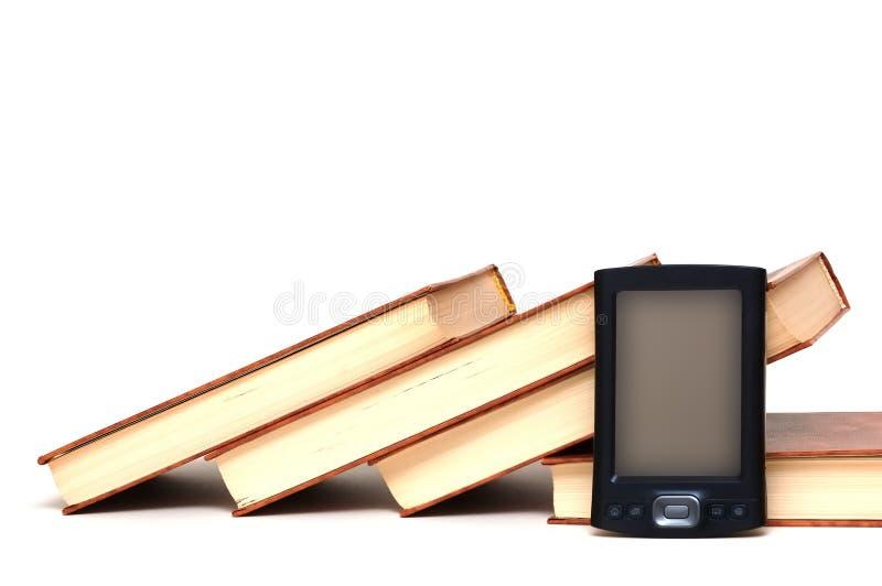 Oude boeken en nieuwe technologie stock fotografie