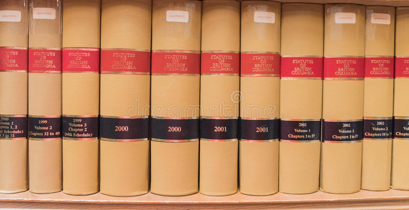 Oude boeken in a libraly royalty-vrije stock afbeelding