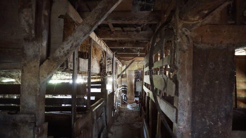 Oude boerderij binnen stock foto