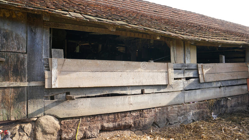 Oude boerderijbuitenkant stock foto's