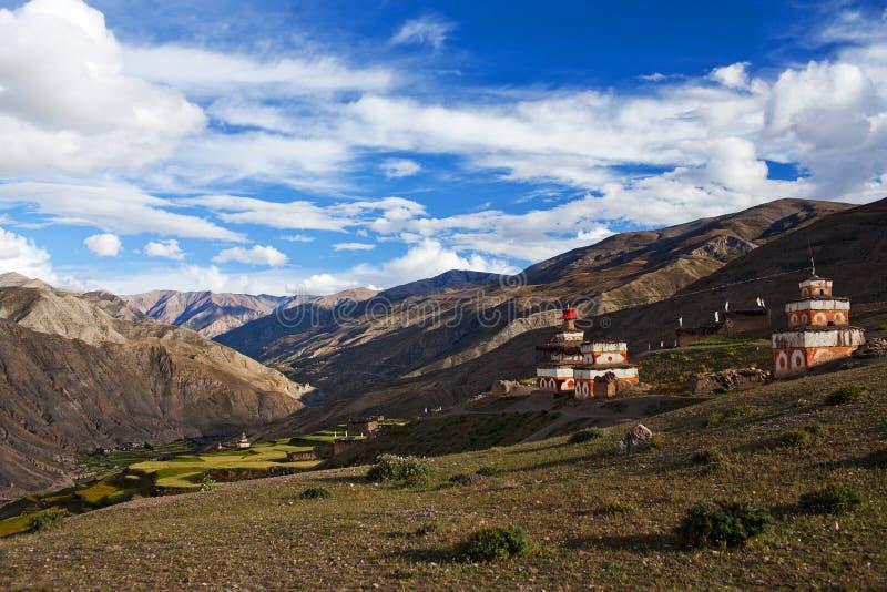 Oude Bon-stupa in Saldang-dorp, Nepal royalty-vrije stock foto's