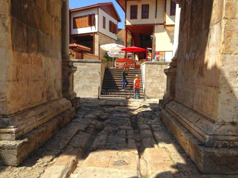 Oude boog in de oude stad stock afbeelding