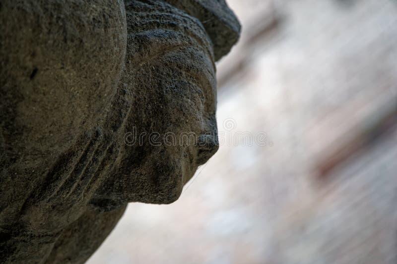 Oude boog die, de elementaire overladen architectuur van Italië verfraaien stock afbeelding