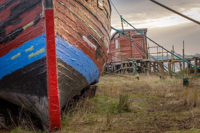 Oude boot bij Skippool-Kreek stock foto's