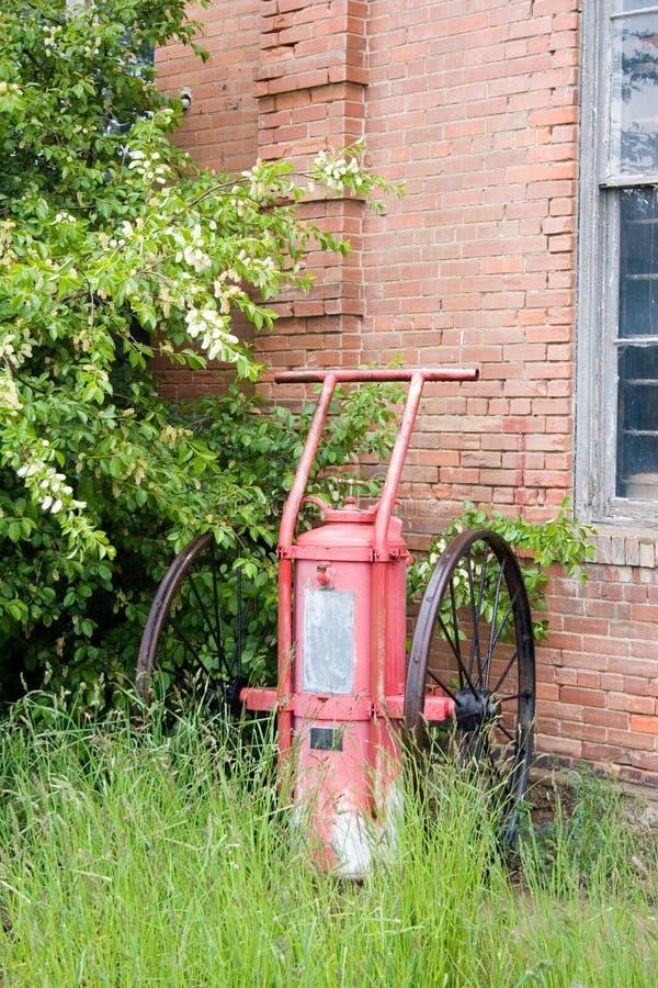 Oude brandpomp royalty-vrije stock afbeeldingen