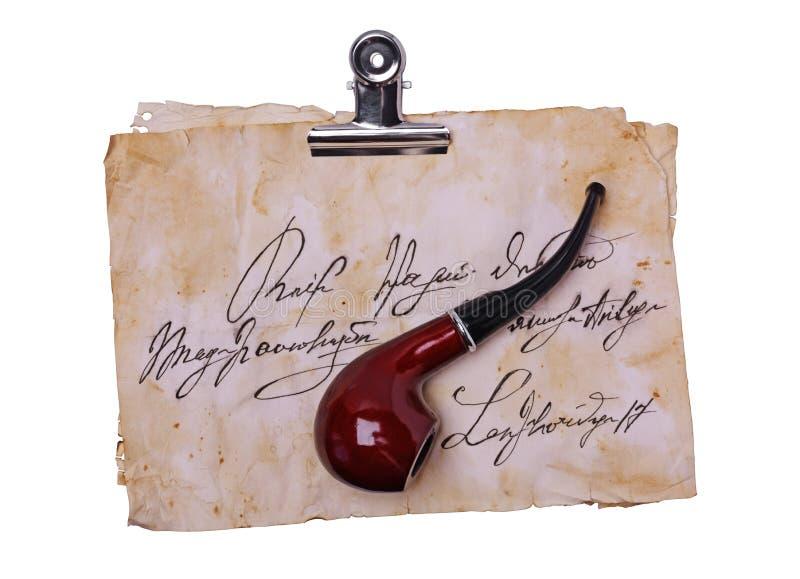 Oude brieven met metaalbindmiddel en bruine rokende pijp royalty-vrije stock foto's