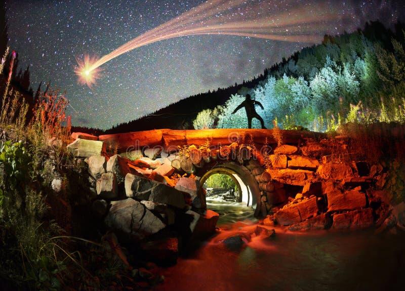 Oude brug bij nacht royalty-vrije stock fotografie