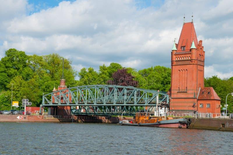 Oude brug in Lübeck Duitsland stock afbeeldingen