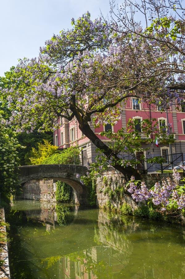 Oude brug op het Martesana-kanaal (Milaan) royalty-vrije stock afbeelding
