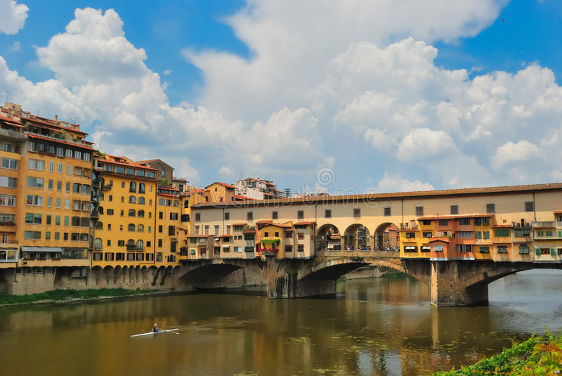 Oude brug ponte vecchio in Florence stock foto