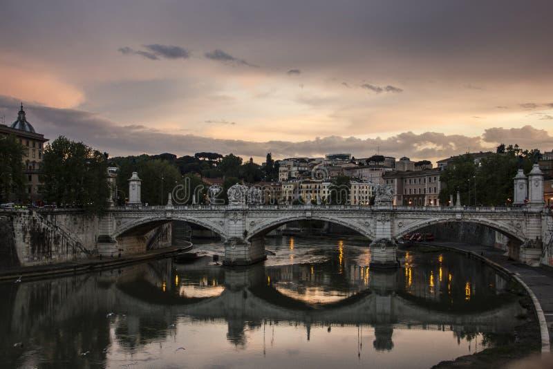 Oude brug in Rome, Italië stock foto