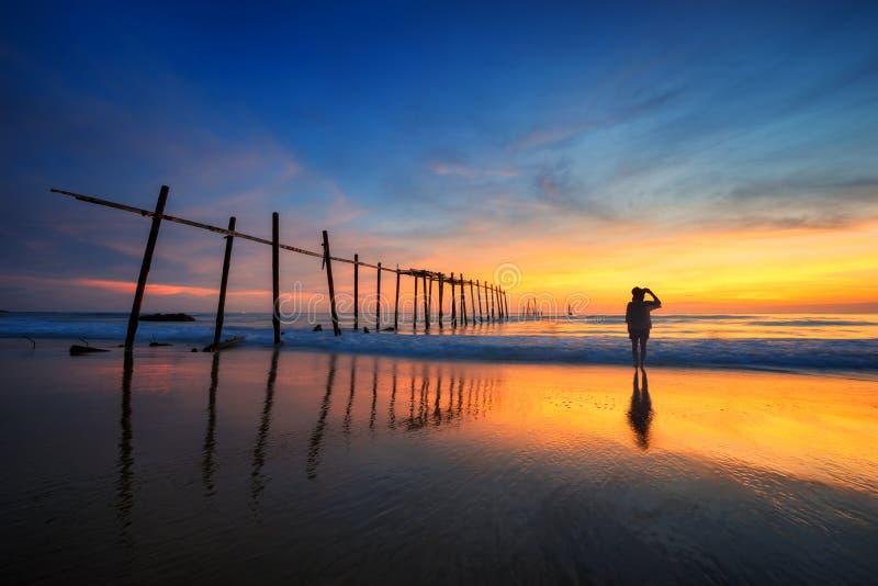 Oude brug in Zuiden van Thailand stock foto's