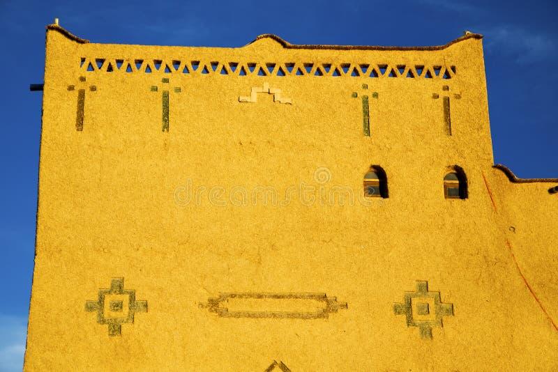 oude bruine bouw in Afrika Marokko stock fotografie