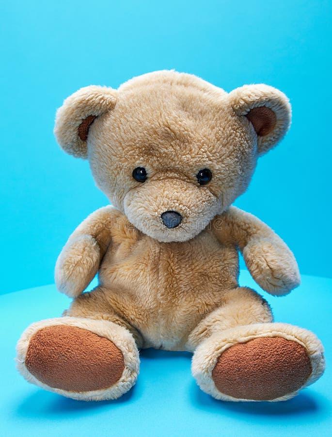 Oude bruine teddybeer stock foto