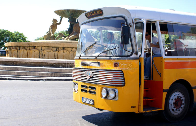 Oude bus in Malta stock foto