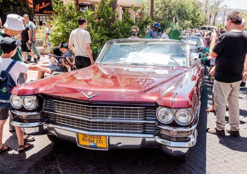 Oude Cadillac-Eldorado 1963 cabriolet bij een tentoonstelling van oude auto's in de Karmiel-stad stock foto's