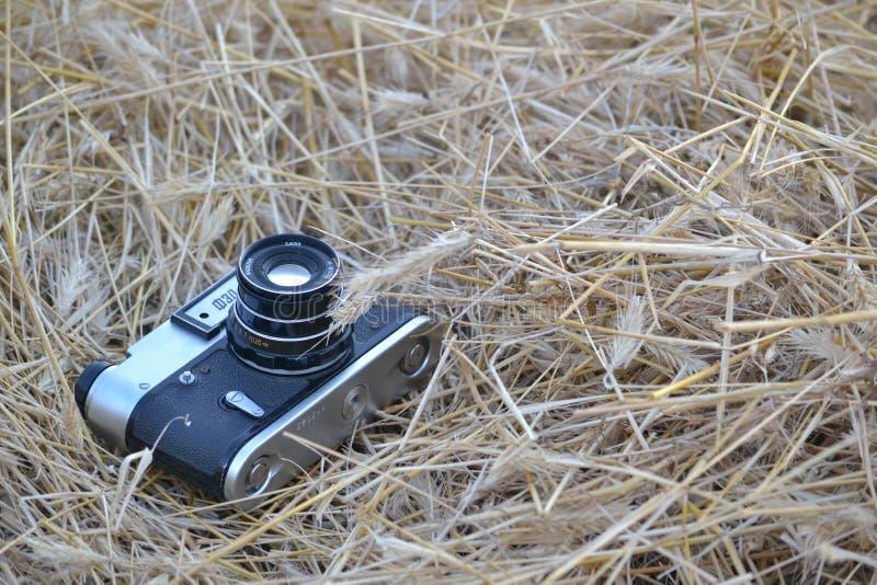 Oude camera die in het gebied liggen royalty-vrije stock afbeeldingen