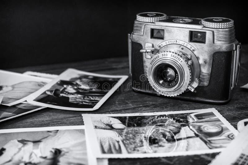 Oude Camera met Photo2 royalty-vrije stock afbeelding