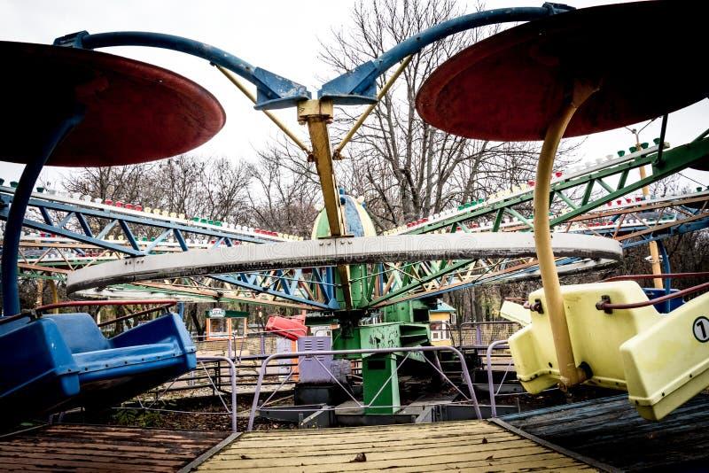 Oude Carrousel in dendropark, Kropyvnytskyi, de Oekraïne stock afbeelding