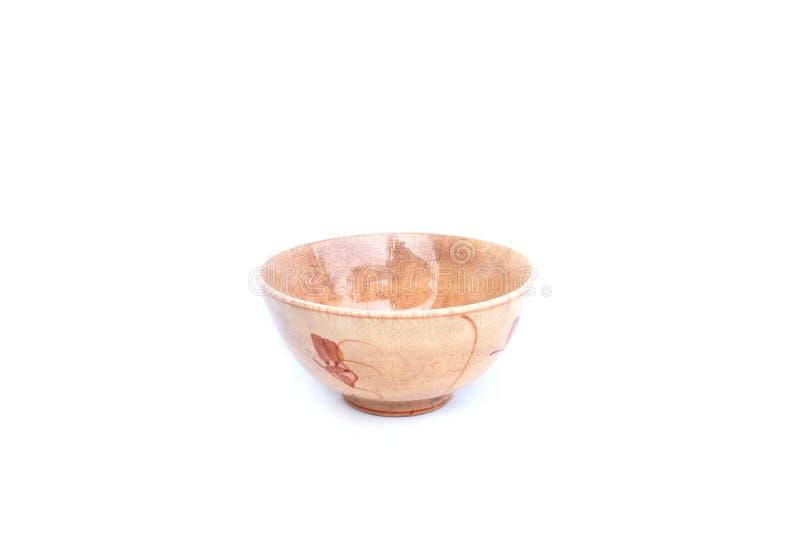Oude ceramische kom op geïsoleerd stock afbeelding