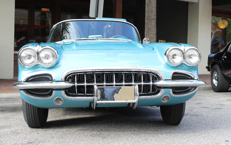 Oude Chevrolet-Korvetauto royalty-vrije stock fotografie
